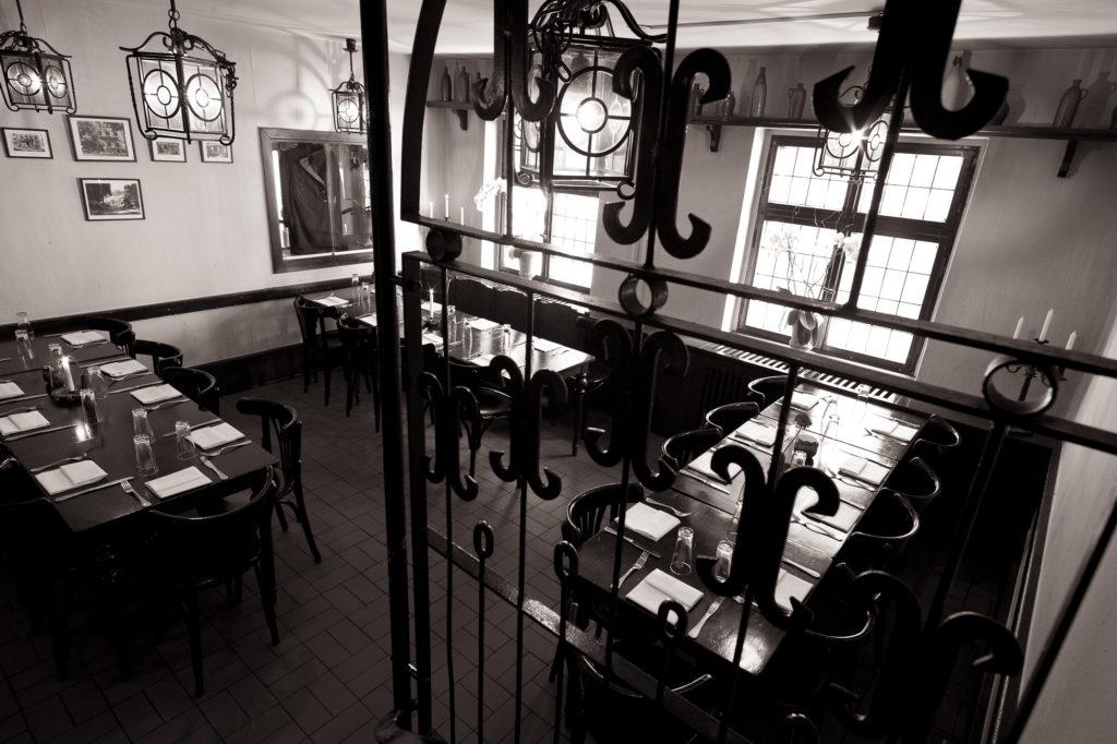 Innenansicht der Gaststube im Restaurant hinterer Bereich
