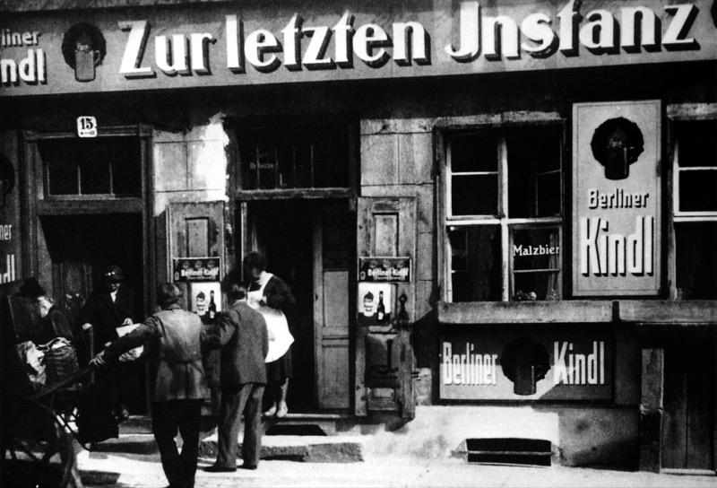 Zur letzten Instanz um 1930